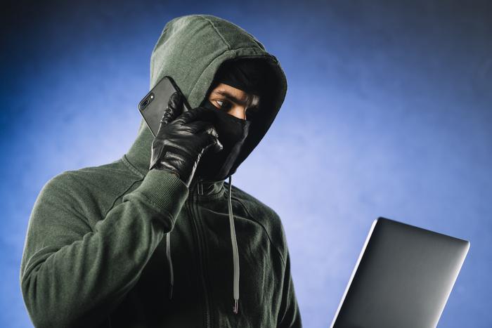 Удомельские полицейские установили личность мошенника