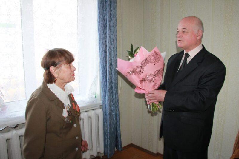 Глава Нелидово поздравил ветерана с 90-летием