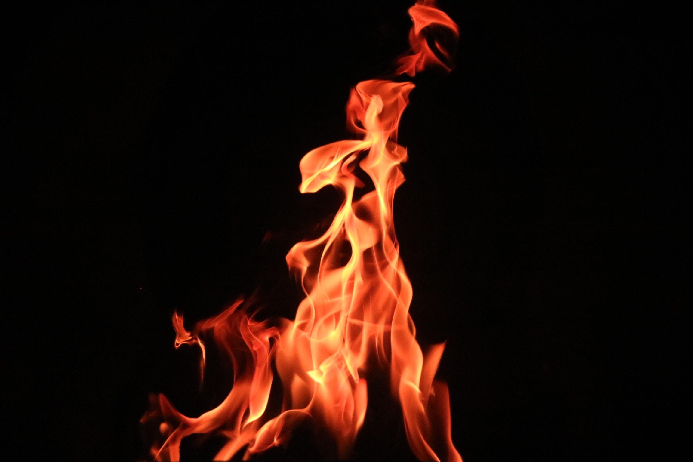 РТрехлетний ребенок выпрыгнул в окно спасаясь от пожара