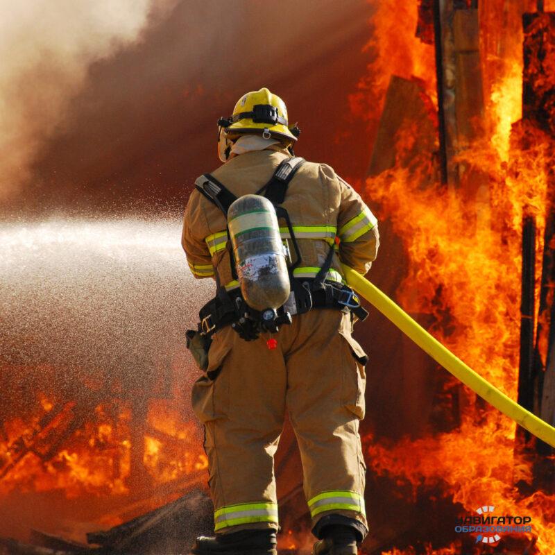 Пожар в Нелидовском округе уничтожил три дома