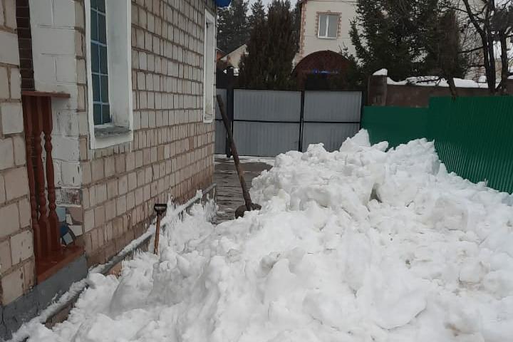 В Тверской области мужчина ушёл убирать снег с крыши и погиб