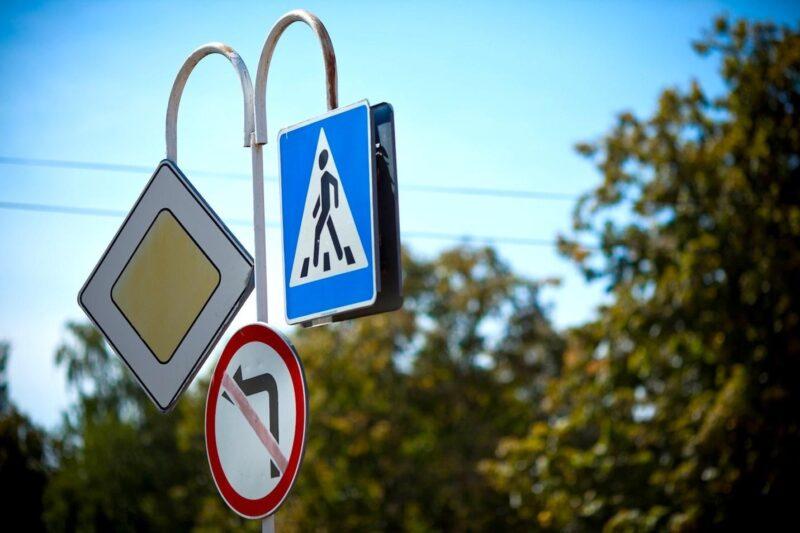 2020 дорожных знаков и 195 светофоров установили в муниципалитетах Тверской области по дорожному нацпроекту в 2020 году