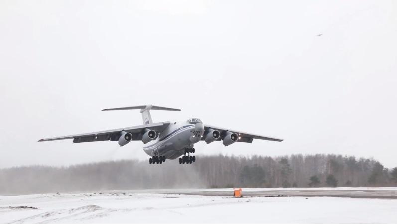 В небе над Тверью молодые лётчики осваивали полёт в боевых порядках