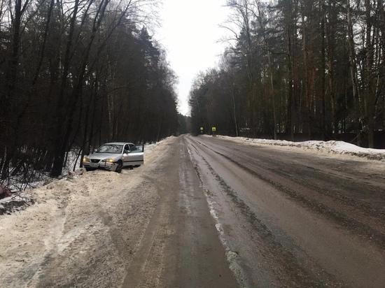 В Тверской области иномарка вылетела с трассы
