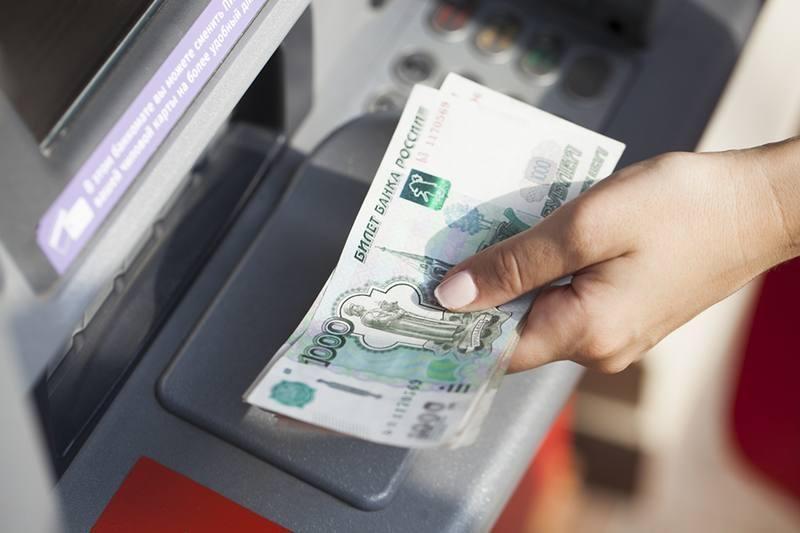 В Кимрах мужчина вырвал деньги из рук женщины прямо у банкомата