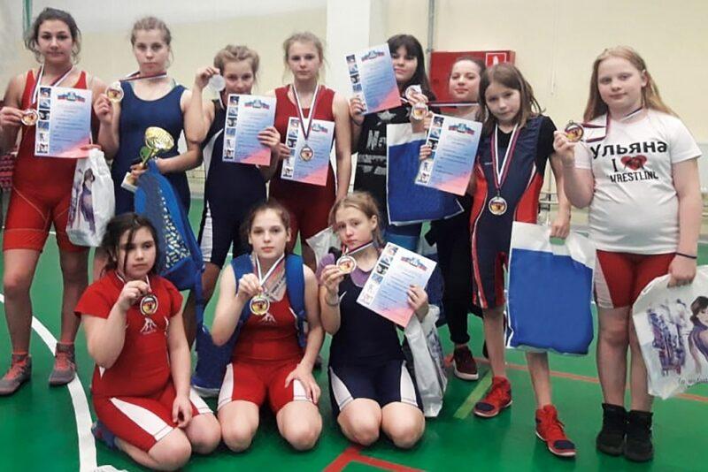 Осташковские спортсменки приняли участие в открытом турнире по борьбе