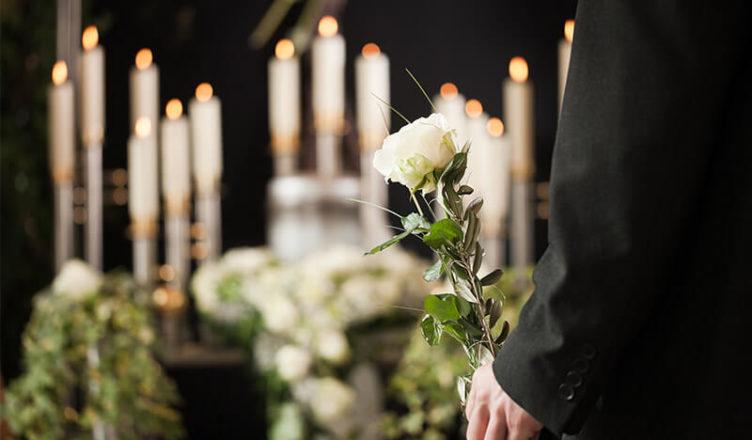 Похоронили за деньги: в Тверской области директора ритуальных услуг судят за мошенничество