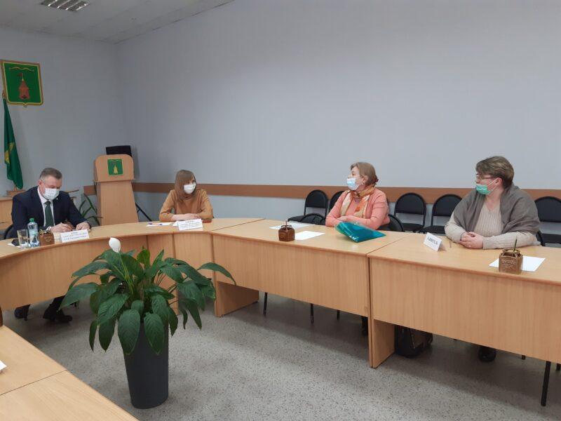 В Торопецком районе министр строительства встретилась с гражданами