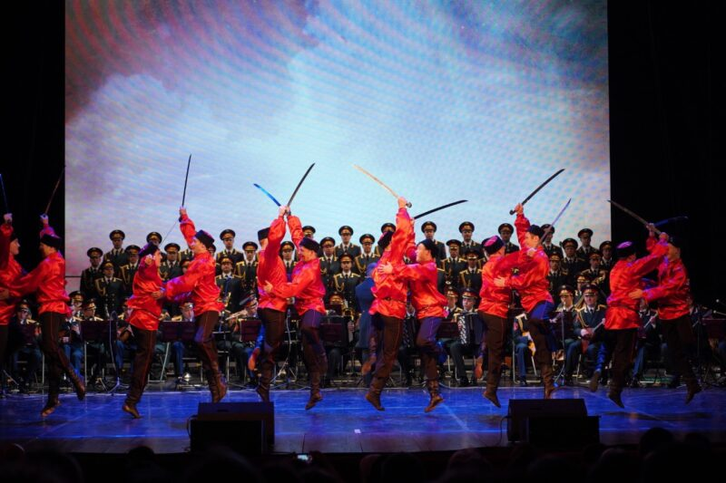 В Твери «Песни Победы» исполнил известный ансамбль песни и пляски Российской Армии имени А.В. Александрова