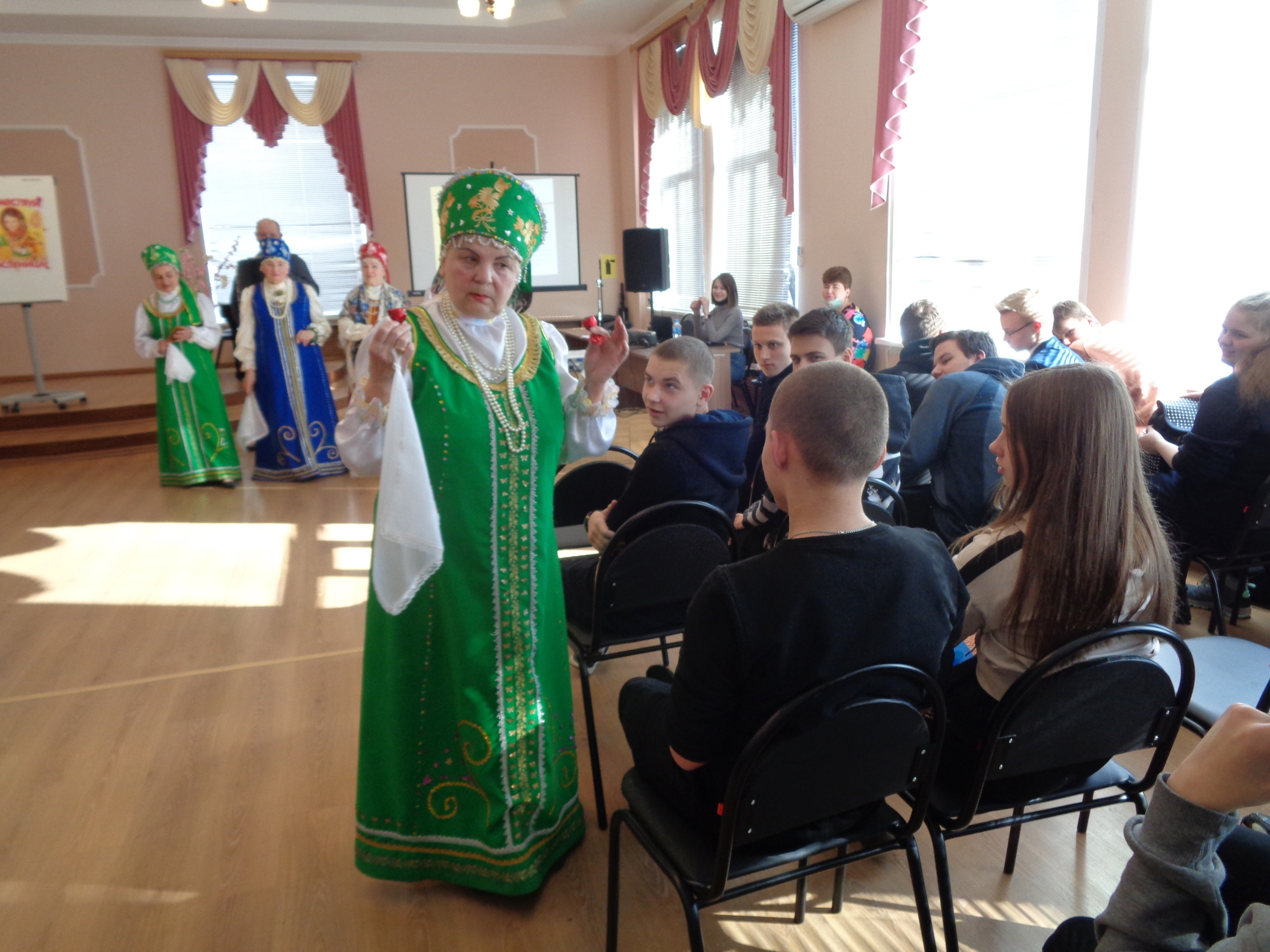 Ржевским старшеклассникам рассказали о Масленице