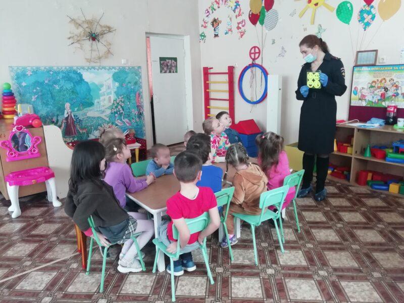 В Бологовском районе сотрудники ГИБДД побывали в детском саду