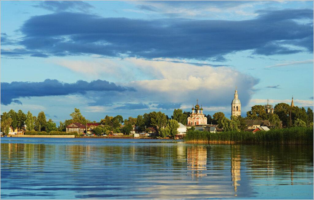 Самое красивое озеро Тверской области продолжает манить туристов к своим берегам