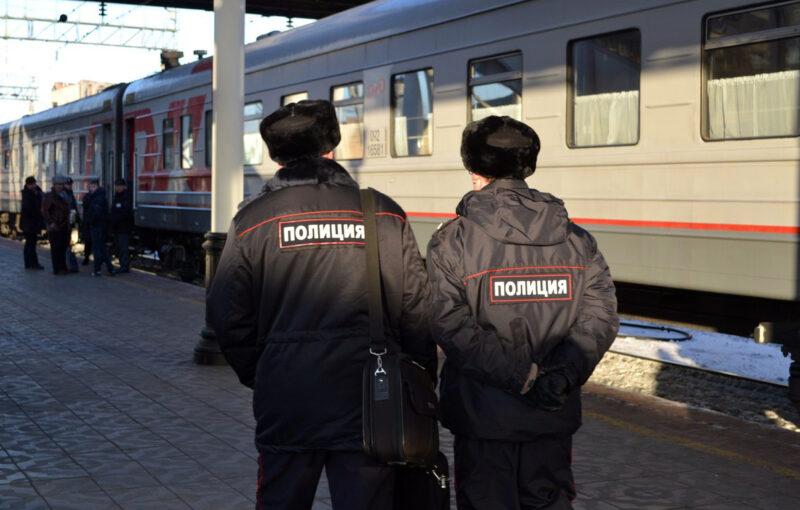 В Твери на вокзале мужчина из-за потери сознания лишился телефона
