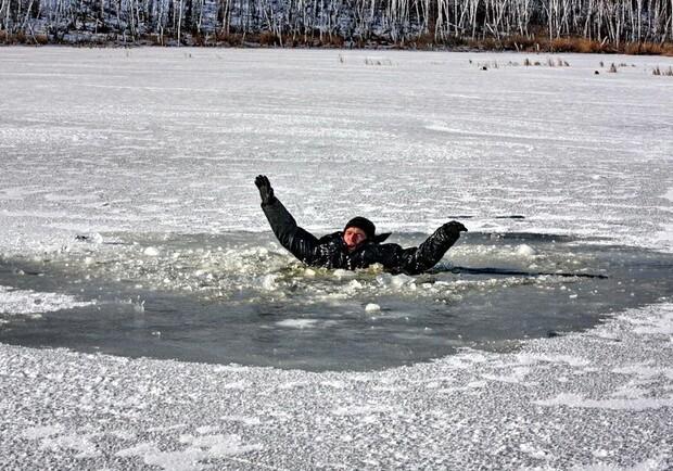 Тверское отделение МЧС опубликовало  сводку правил при попадании под лёд