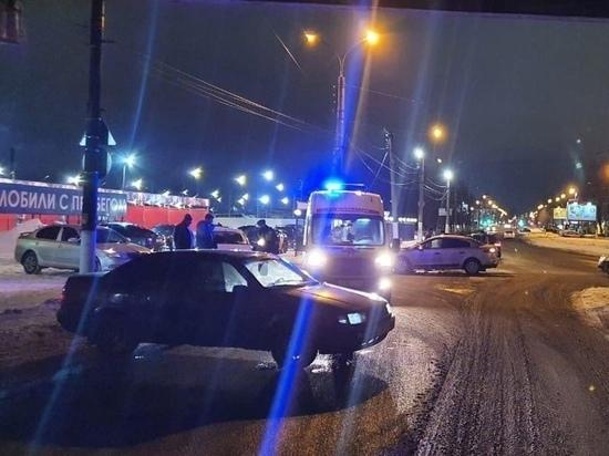 Не пропустил: в серьезном ДТП под путепроводом пострадал водитель