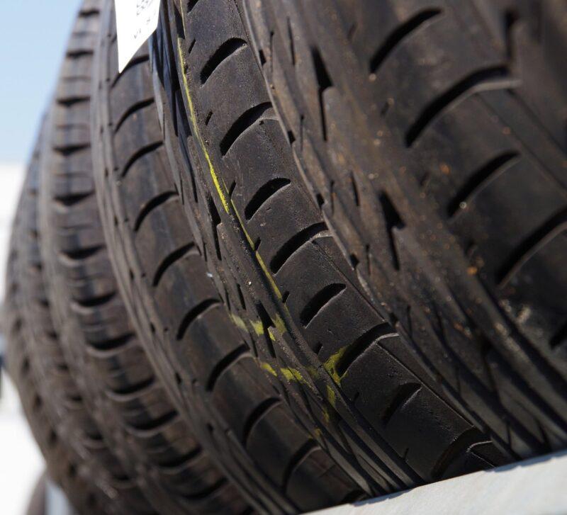 Двое жителей Ржева получили условное наказание за кражу колес