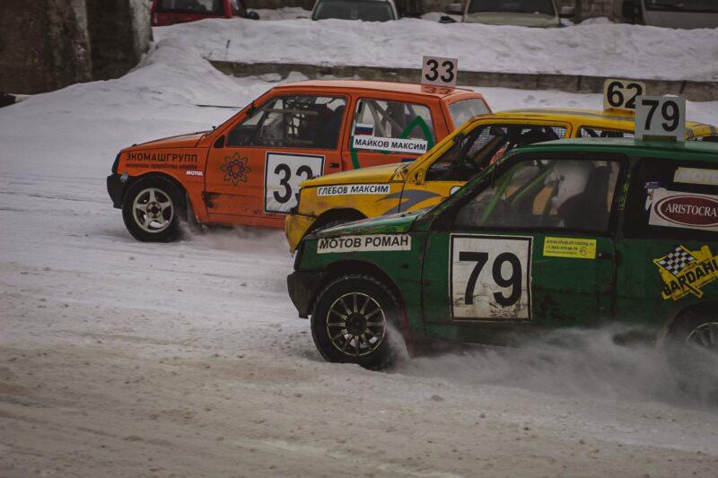 В тверской деревне укатали поздний снег гонщики автокросса