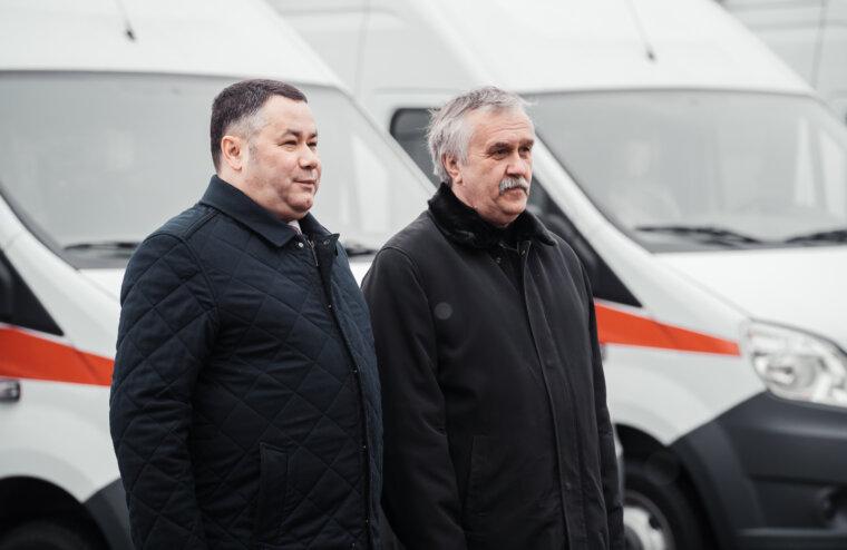 Новые машины скорой помощи вручили медучреждениям Тверской области