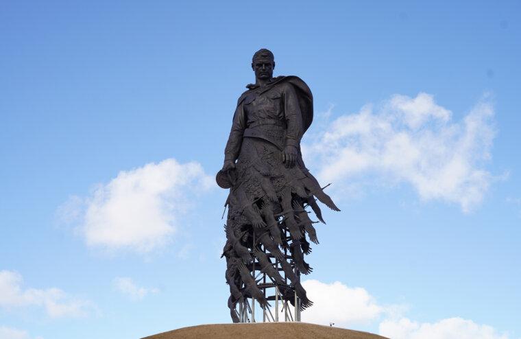 Во Ржеве впервые отметили годовщину освобождения от немецко-фашистских захватчиков у мемориала Советскому солдату