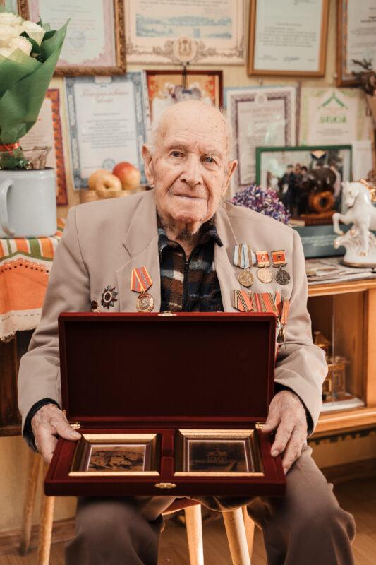 Игорь Руденя поздравил со столетием ветерана Великой Отечественной войны Виктора Павловича Боброва