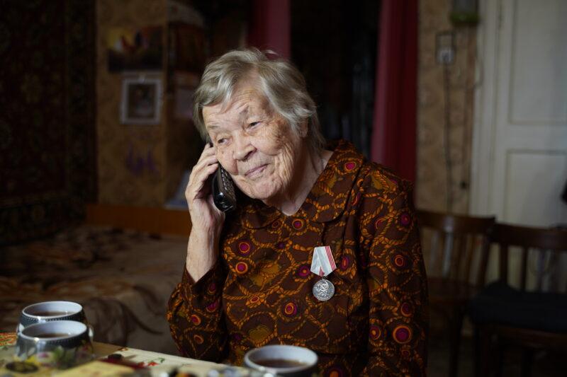 Губернатор поздравил с юбилеем ветерана Великой Отечественной войны, труженицу тыла Марию Ильиничну Рослову