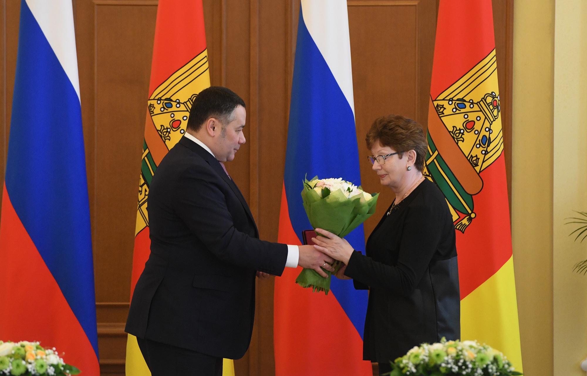 Губернатор Игорь Руденя в преддверии Международного женского дня наградил жительниц Верхневолжья