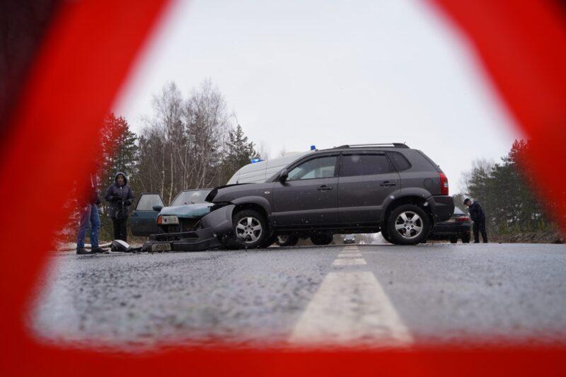 Под Тверью иномарка не пропустила отечественный автомобиль
