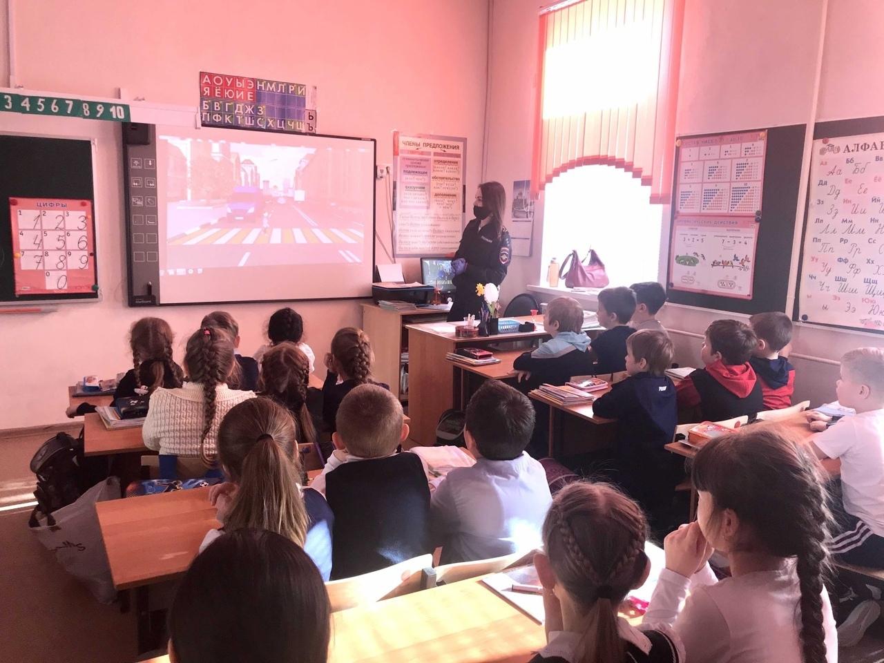 """Лихославльские школьники узнали о """"Дорожных ловушках"""""""