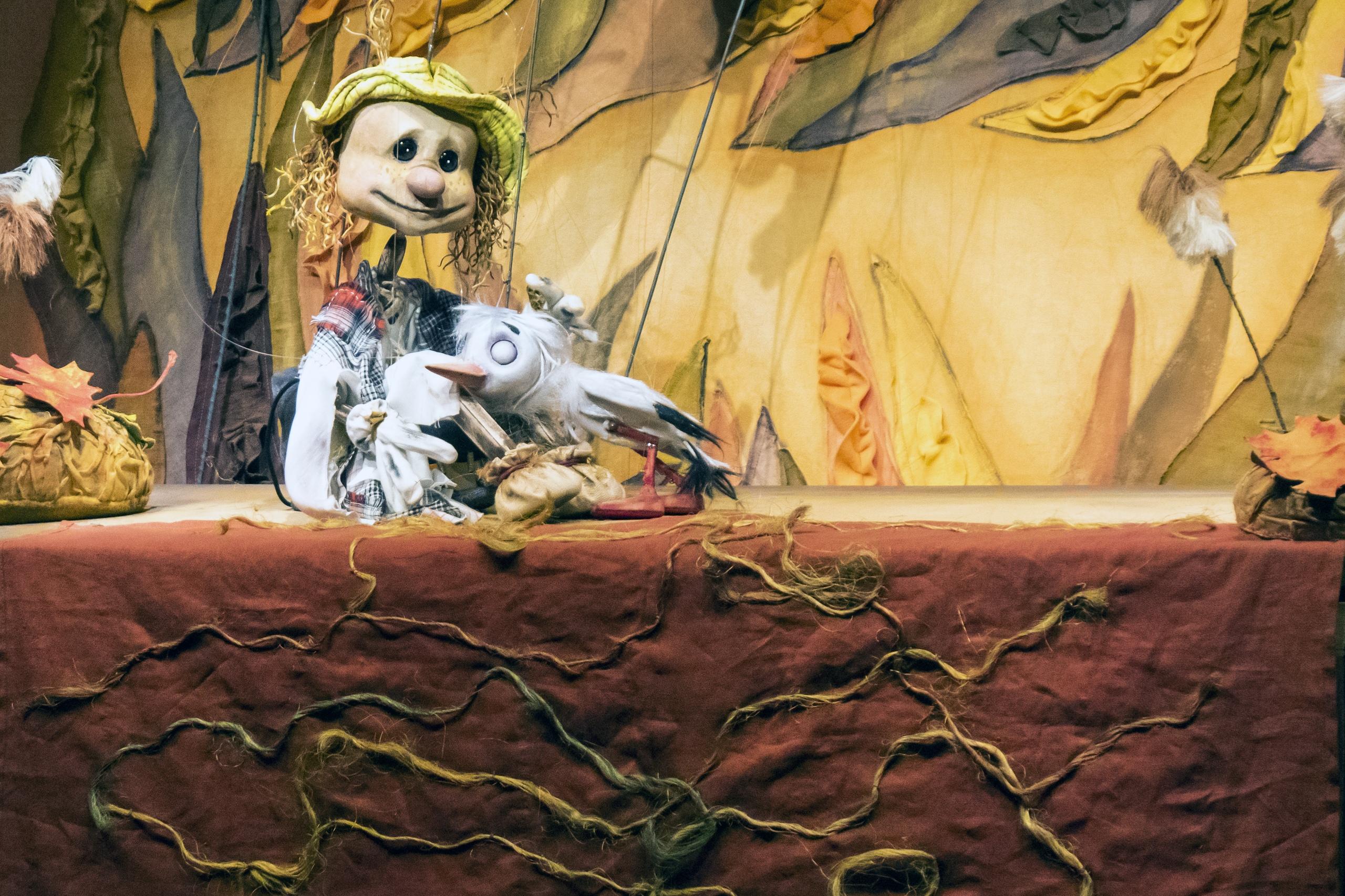 """Театр кукол приглашает маленьких гостей на спектакль """"Аистенок и Пугало"""""""