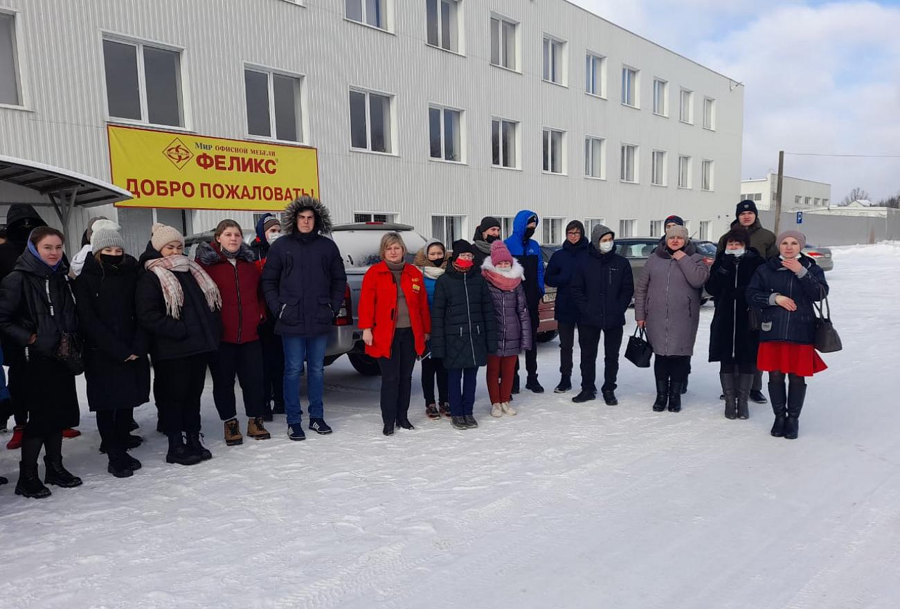 """Первокурсники из Торопца побывали на мебельной фабрике """"Феликс"""""""