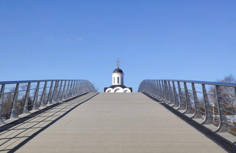 В Твери мост через Тьмаку почистили от ржавчины