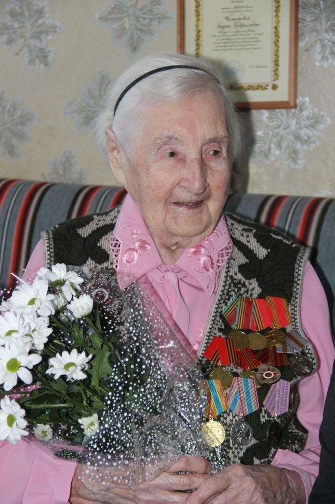Губернатор поздравил с вековым юбилеем участницу Великой Отечественной войны Лидию Челнокову