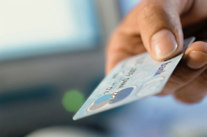 В Тверской области у жительницы с банковского счет похитили крупную сумму денег