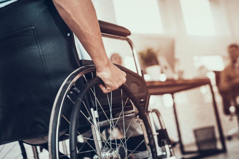 Больше 300 жителей с инвалидностью устроились на работу в прошлом году