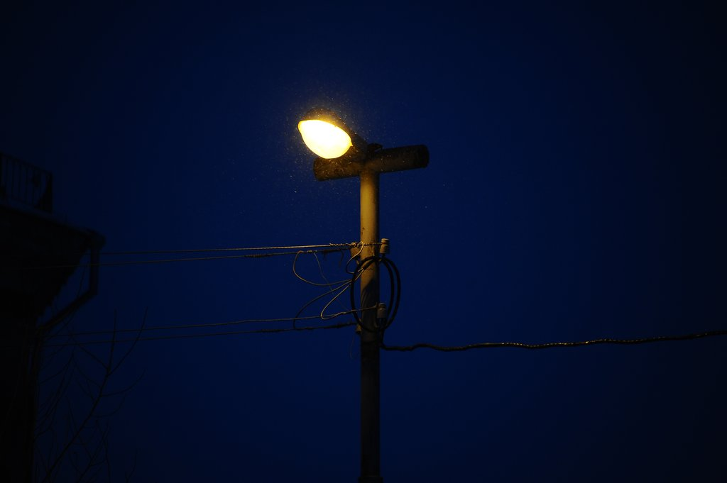 После проверки прокуратуры в поселке Тверской области установят освещение