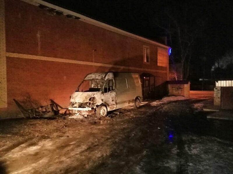 В Тверской области ночью горел фургон