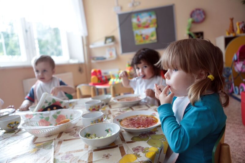 В Тверской области выявили ряд нарушений по питанию в садах и школах