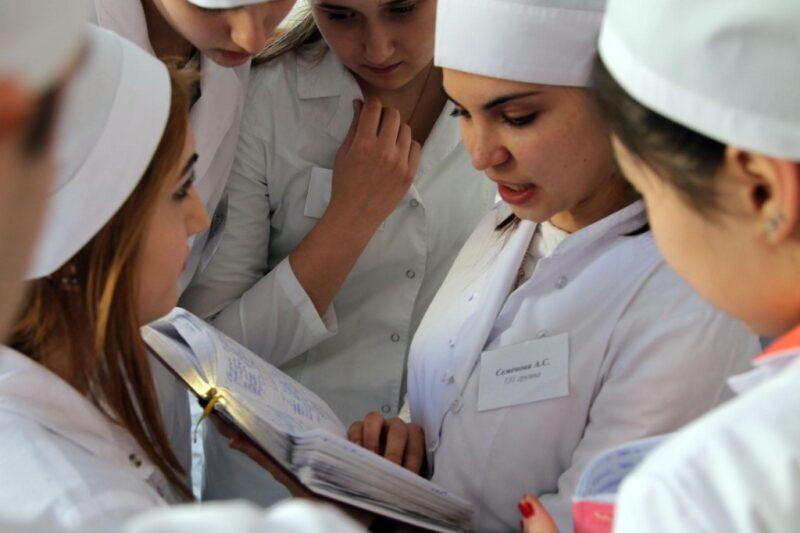 В Тверской области увеличивается число мест для целевого обучения будущих медиков и размеры ежегодных выплат «целевикам»