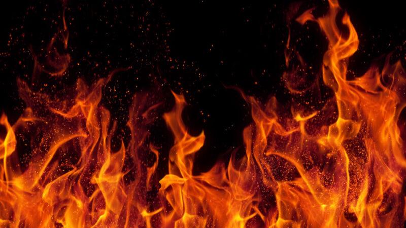 В Тверской области в ночном пожаре погибли люди