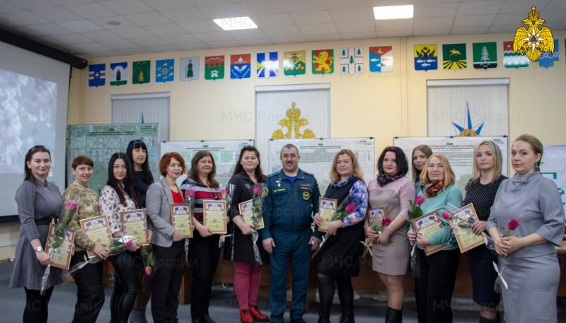 Сотрудники МЧС Тверской области торжественно отпраздновали Международный женский день