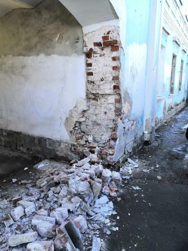 На набережной Степана Разина восстановят штукатурный слой арочной конструкции