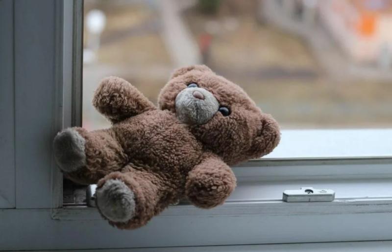 В Кимрах двух девочек доставили в больницу после падения из окна