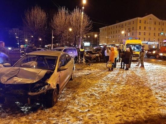 В Твери произошло ДТП с пятью автомобилями