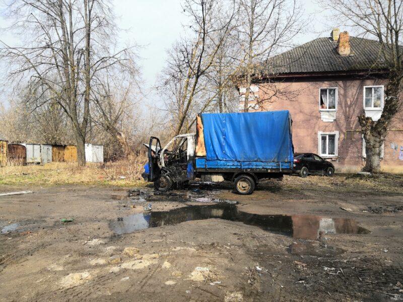 В Пролетарке сгорел автомобиль