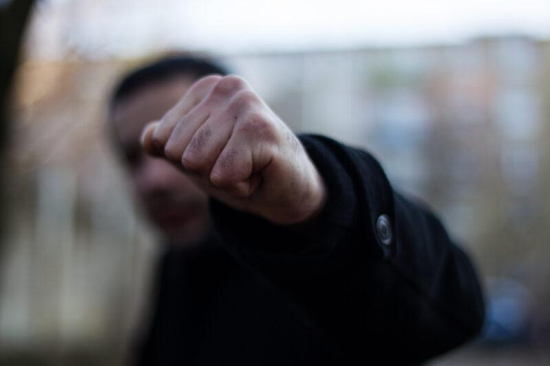 Алкоголь калечит: в Тверской области пьяный мужчина серьезно травмировал собутыльника