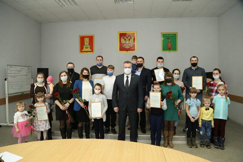 В Торопецком районе 8 молодых семей получат новое жилье
