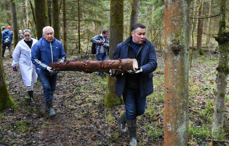 Игорь Руденя принял участие во Всероссийском субботнике вместе с жителями Тверской области