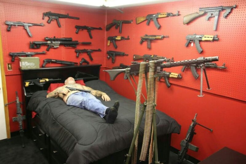 Пенсионер из Тверской области открыл стрельбу по двум людям