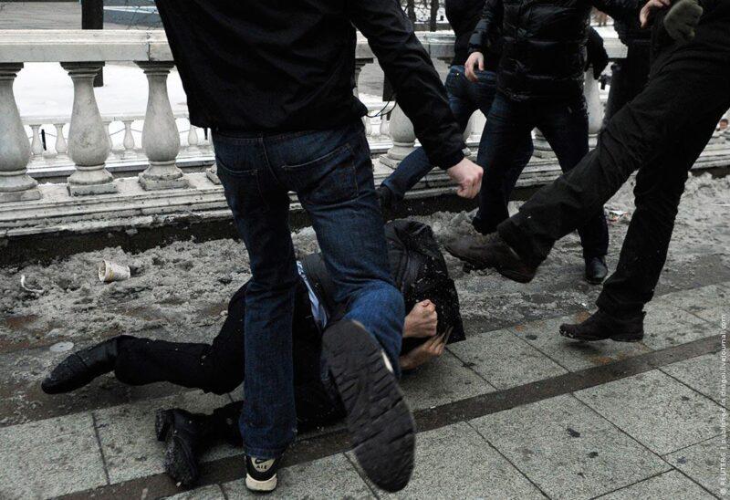 Мужчина из Твери получил увечья из-за ста рублей