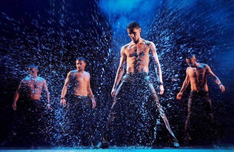 В Твери артисты из Санкт-Петербурга признаются в любви под дождем